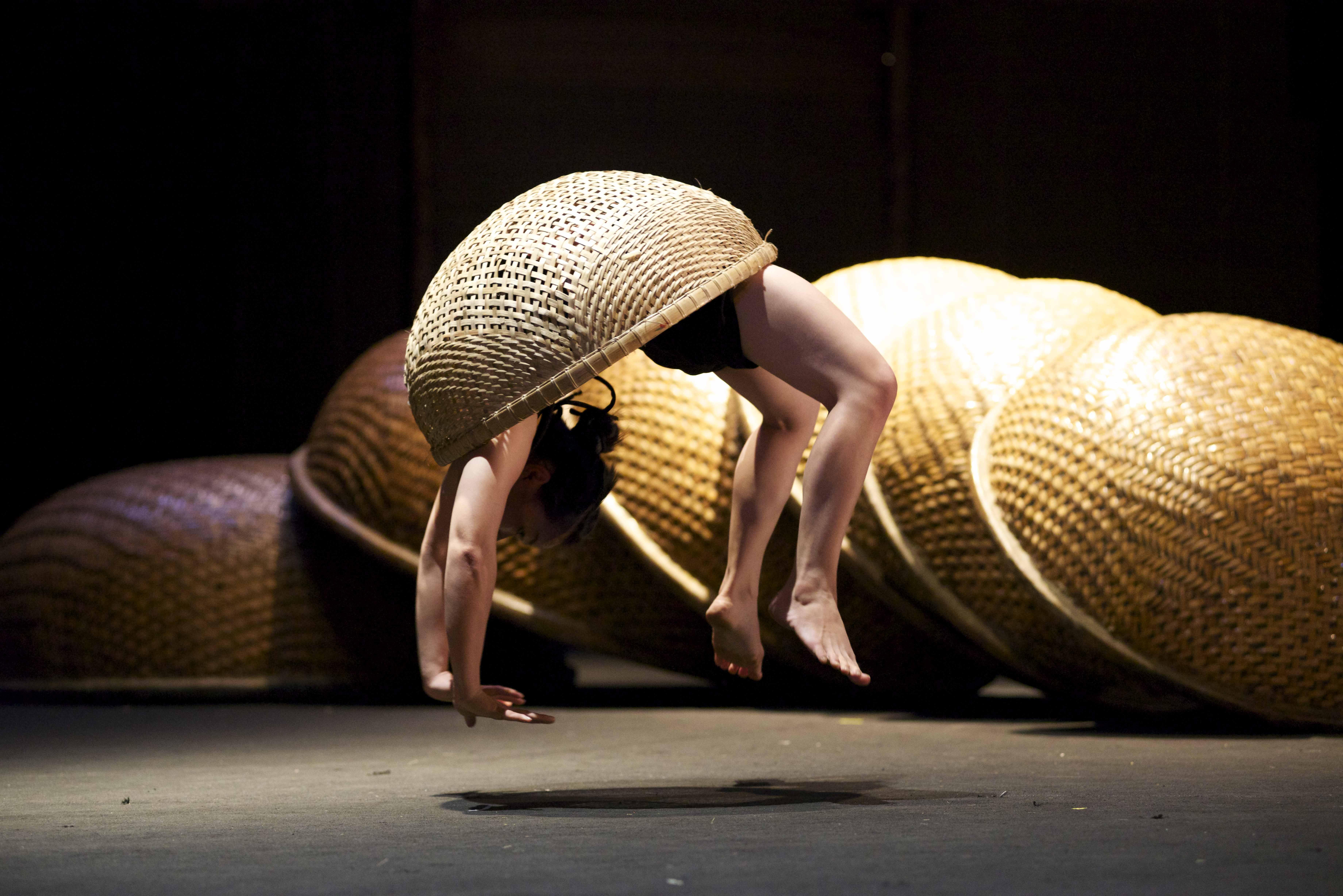Review: À Ố Làng Phố – Vietnamese Bamboo Circus